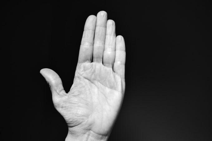 透析中にシャント肢の指先にしびれや痛みが起こる原因はなに?